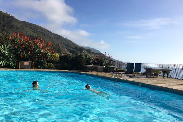 エサレン研究所の温水プール
