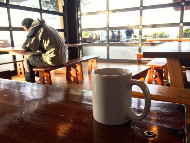朝のカフェテリア